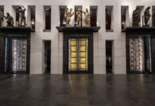 visione delle porte del battistero dopo il restauro
