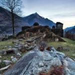Ossevare Ruderi con il Binocolo - Rudere di Castello Medioevale