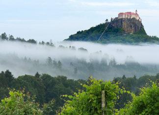 Austria, Stiria - vista sul Castello di Riegersburg dai vigneti dell'azienda Eibel. foto ©Enrico Caracciolo/Viatoribus
