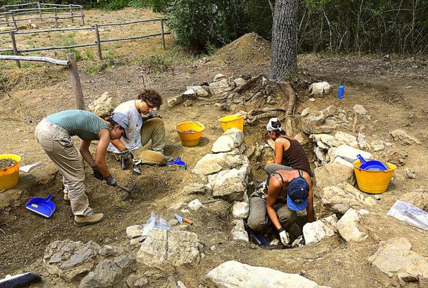 Studenti dell'Università di Firenze impegnati nella campagna di scavo archeologico