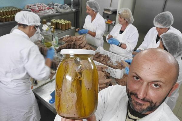 """Luca Cella e le sue donne, """"Aura"""" conserve e prodotti cilentani"""
